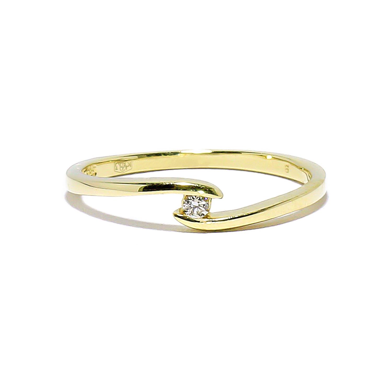 Jemný zlatý prsteň s dimantom