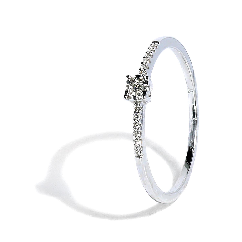 Jemný zlatý prsteň s diamantmi