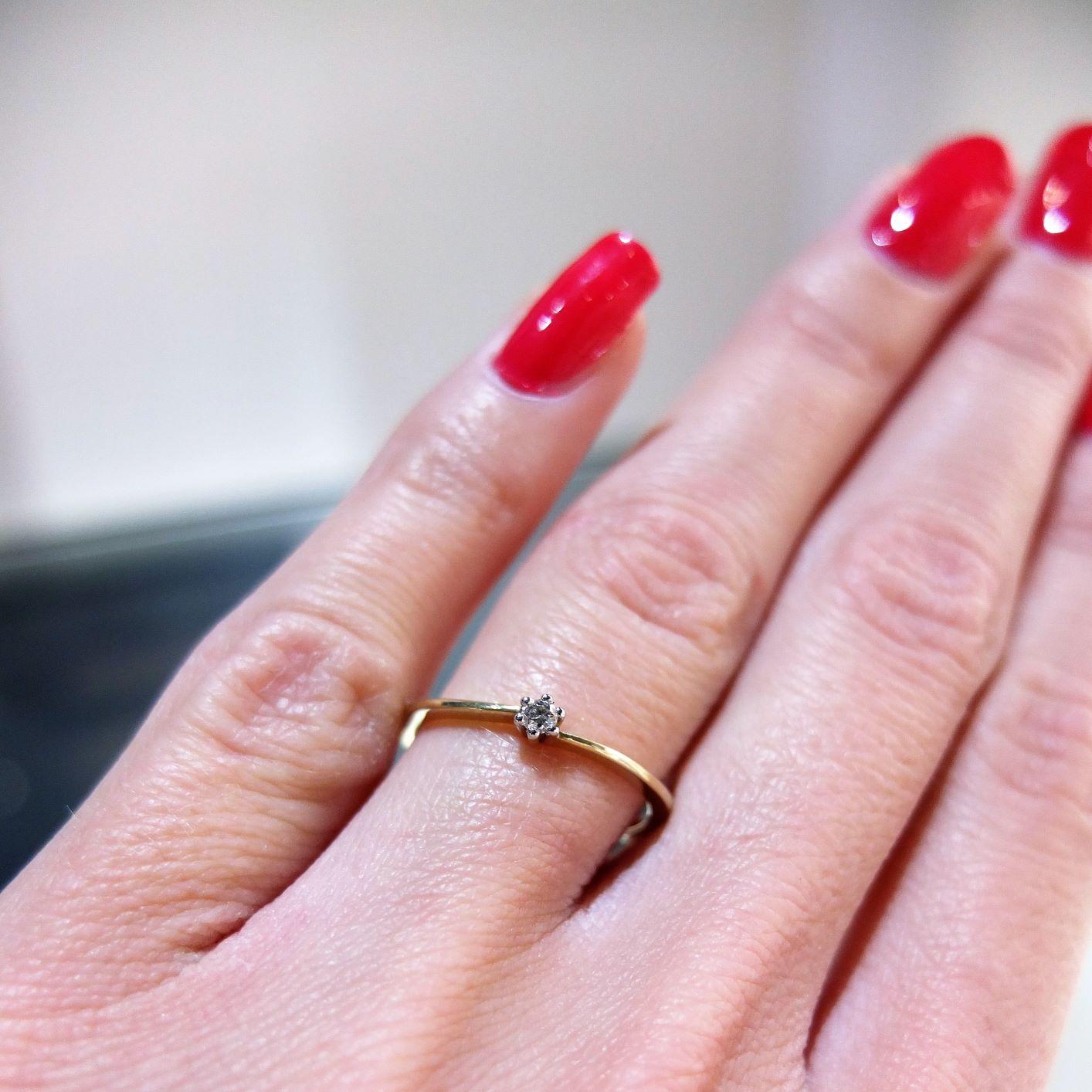 Jedinečný prsteň s centrálným diamantom