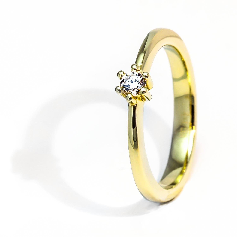 Luxusný diamantový prsteň zo žltého zlata