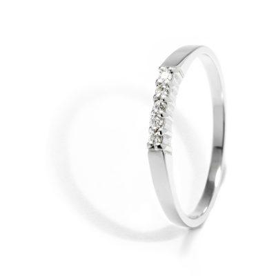 Jemný diamantový prsteň z bieleho zlata