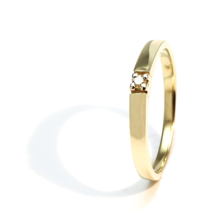 Zásnubný prstienok s diamantom