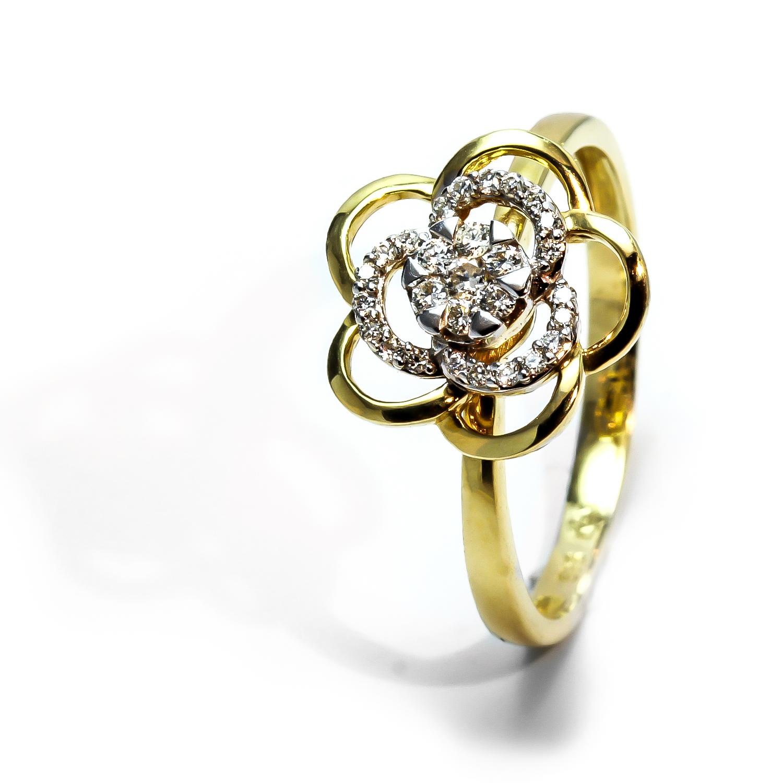 Diamantový prsteň v tvare kvetiny