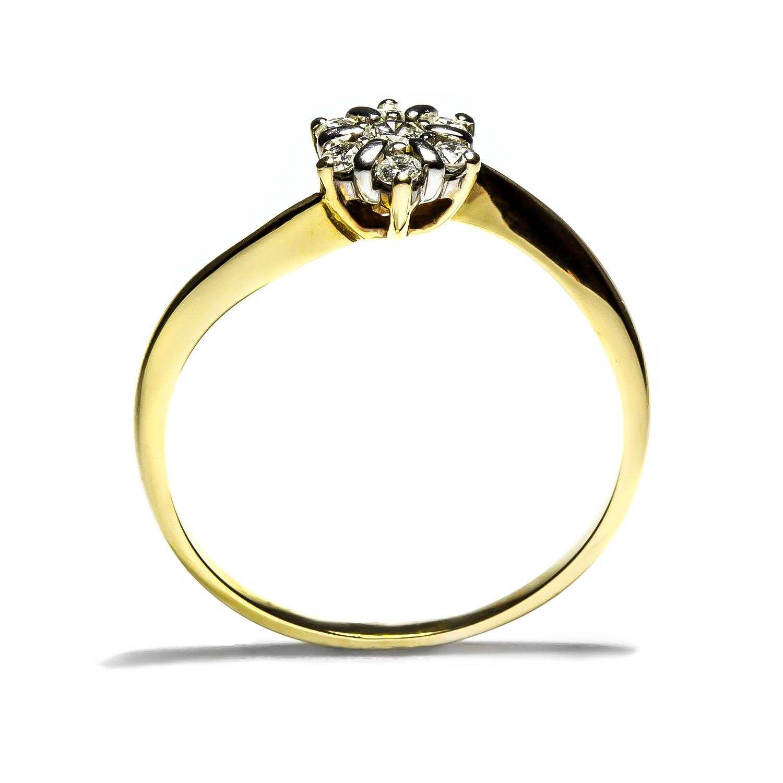 Jedinečný prsteň s diamantmi osadenými v tvare kvetiny