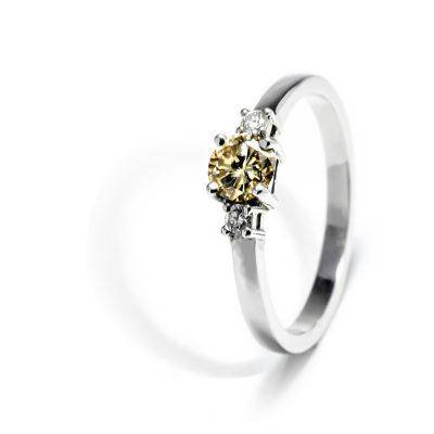Krásny prsteň s diamantmi Champagne
