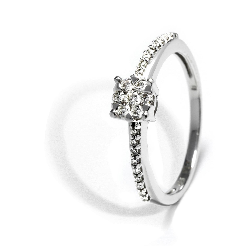 Očarujúci prsteň s diamantmi