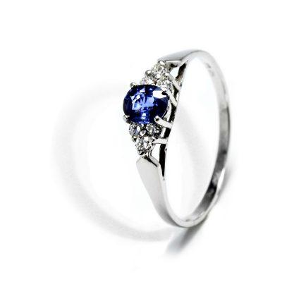 Krásny diamantový prsteň so Zafírom