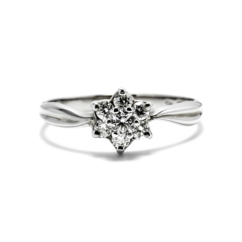 Jedinečný diamantový prsteň v tvare kvetiny