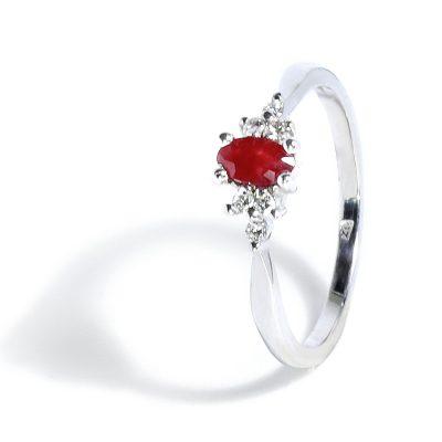 Elegantný diamantový prsteň s prírodným rubínom