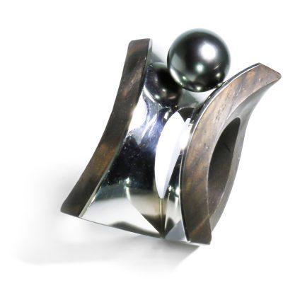 Netradičný prsteň z Afrického zlata a bieleho zlata s Tahitskou perlou