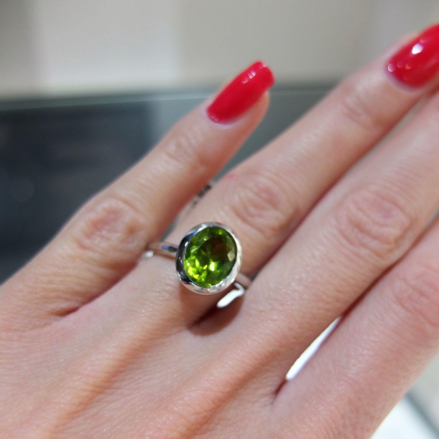 Krásny zlatý prstienok s Olivínom