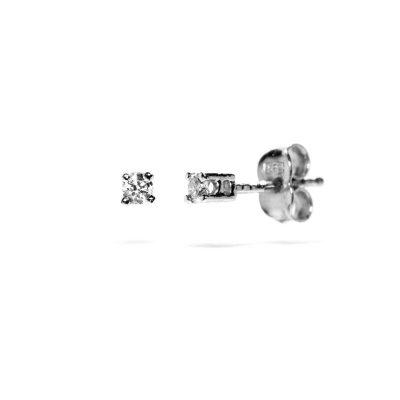 biele-diamantove-nausnice-napichovacie