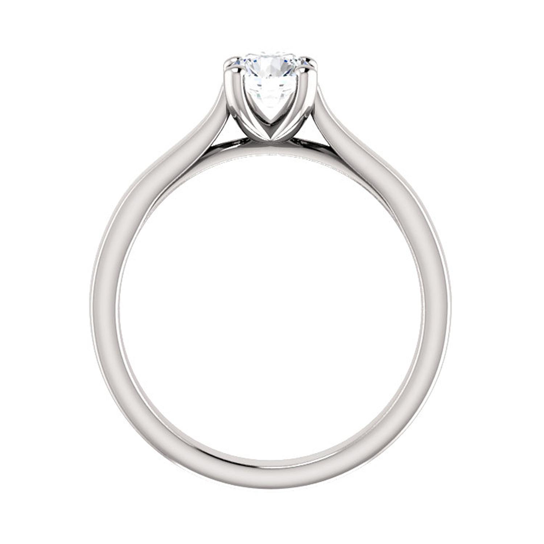 edinečný prsteň s nádherným diamantom
