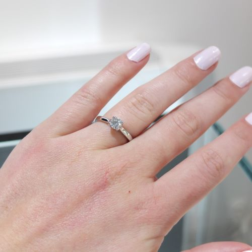 Jedinečný prsteň s diamantom
