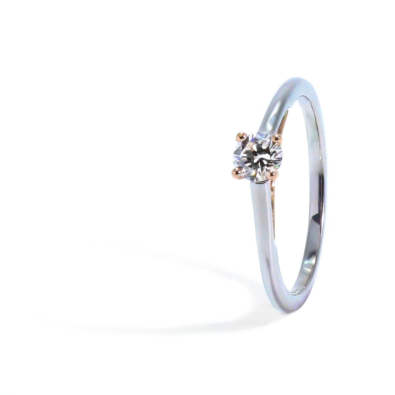 Jedinečný diamantový prsteň z bielo-ružového zlata