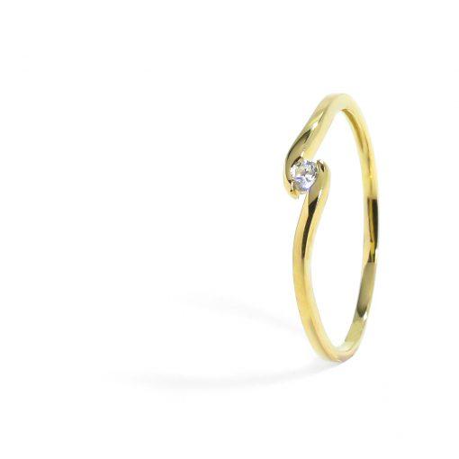Jemný zlatý prsteň s diamantom