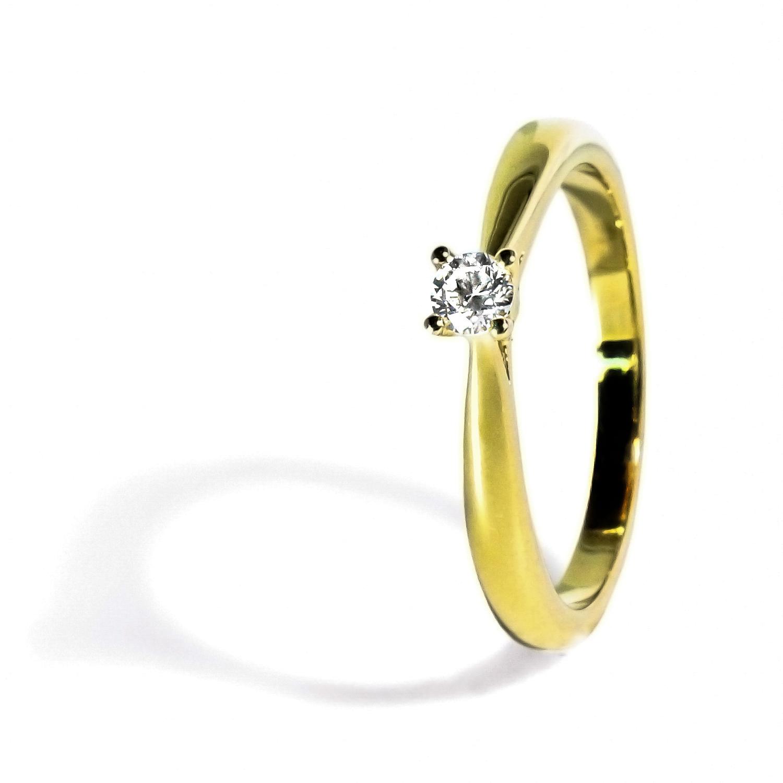 očarujúci diamantový prsteň