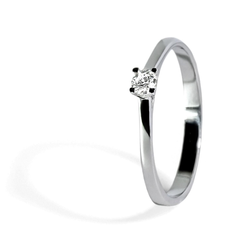 Jemný diamantový prsteň