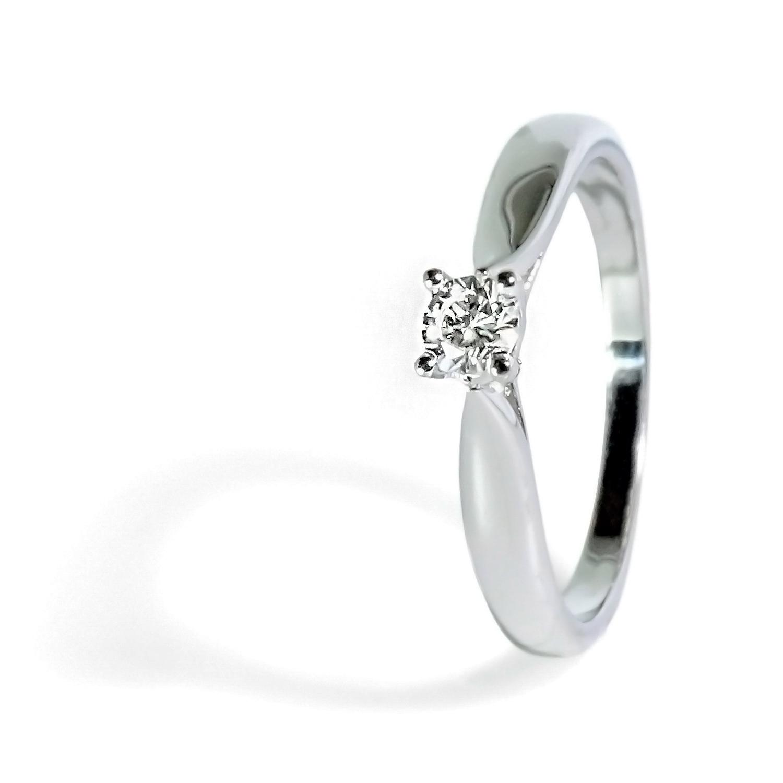 Očarujúci prsteň s diamantom