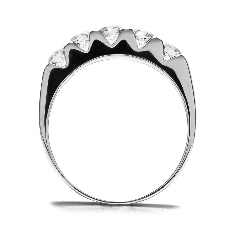 Zaujímavý diamantový prsteň z bieleho zlata